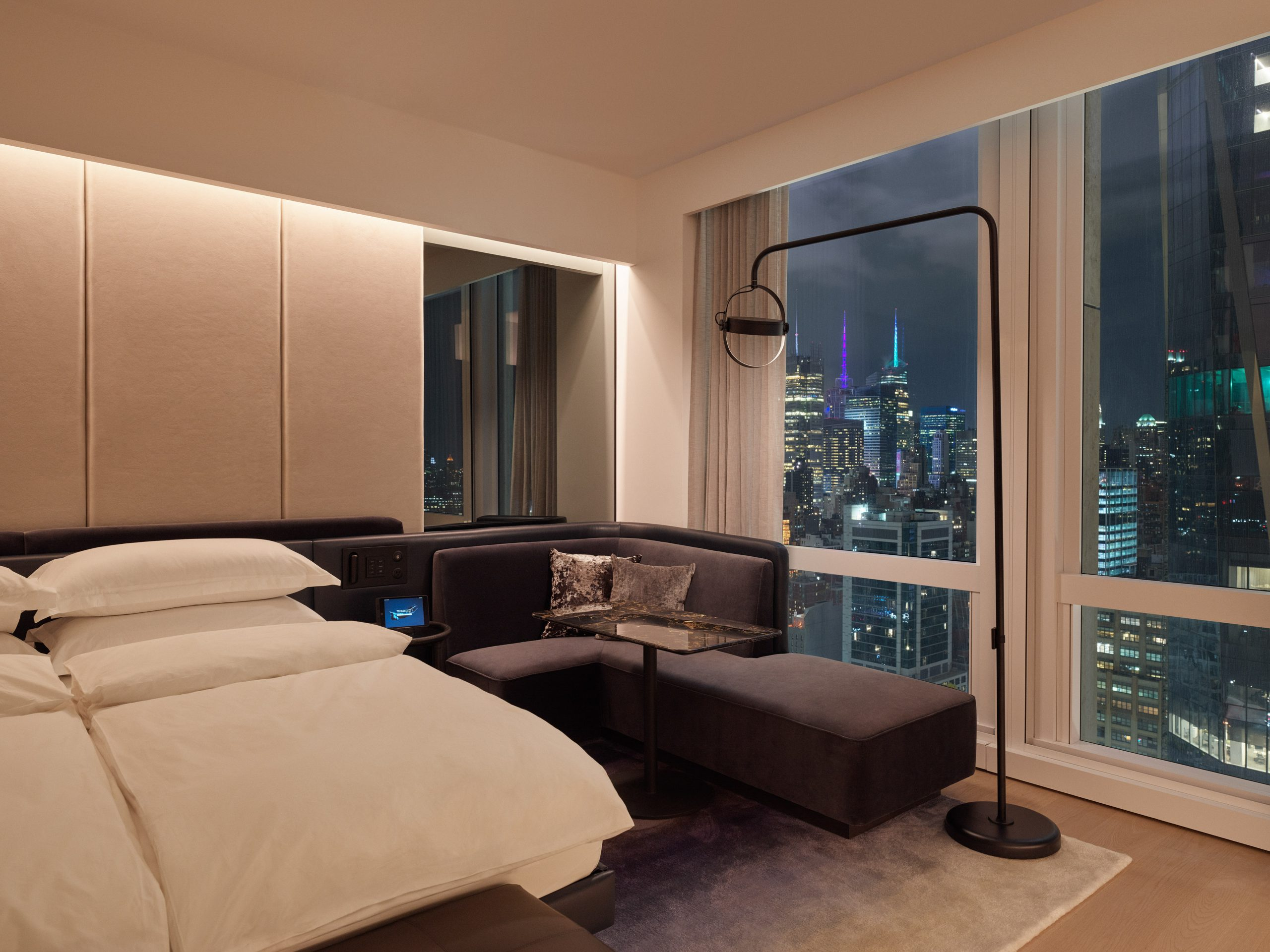 deluxekingcity-room-cityview-mfrzd-scaled